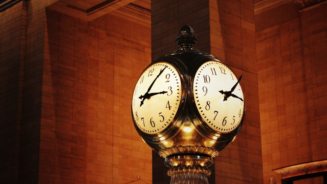 Kaputte Uhr Rückwärts Rätsel